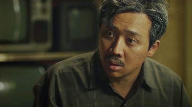 Bố già do Trấn Thành đạo diễn (cùng Vũ Ngọc Đãng), biên kịch và đóng chính